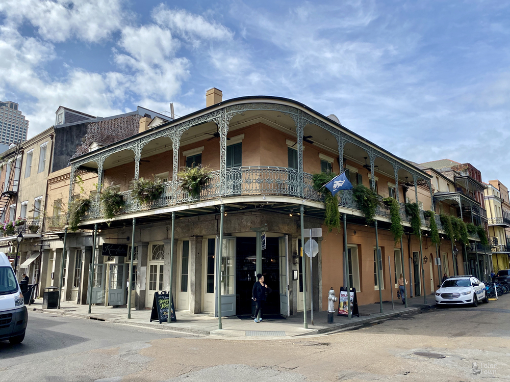 French Quarter: Chartres Street